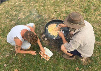 21-Paardenkamp-jongeren-eitjes-bakken